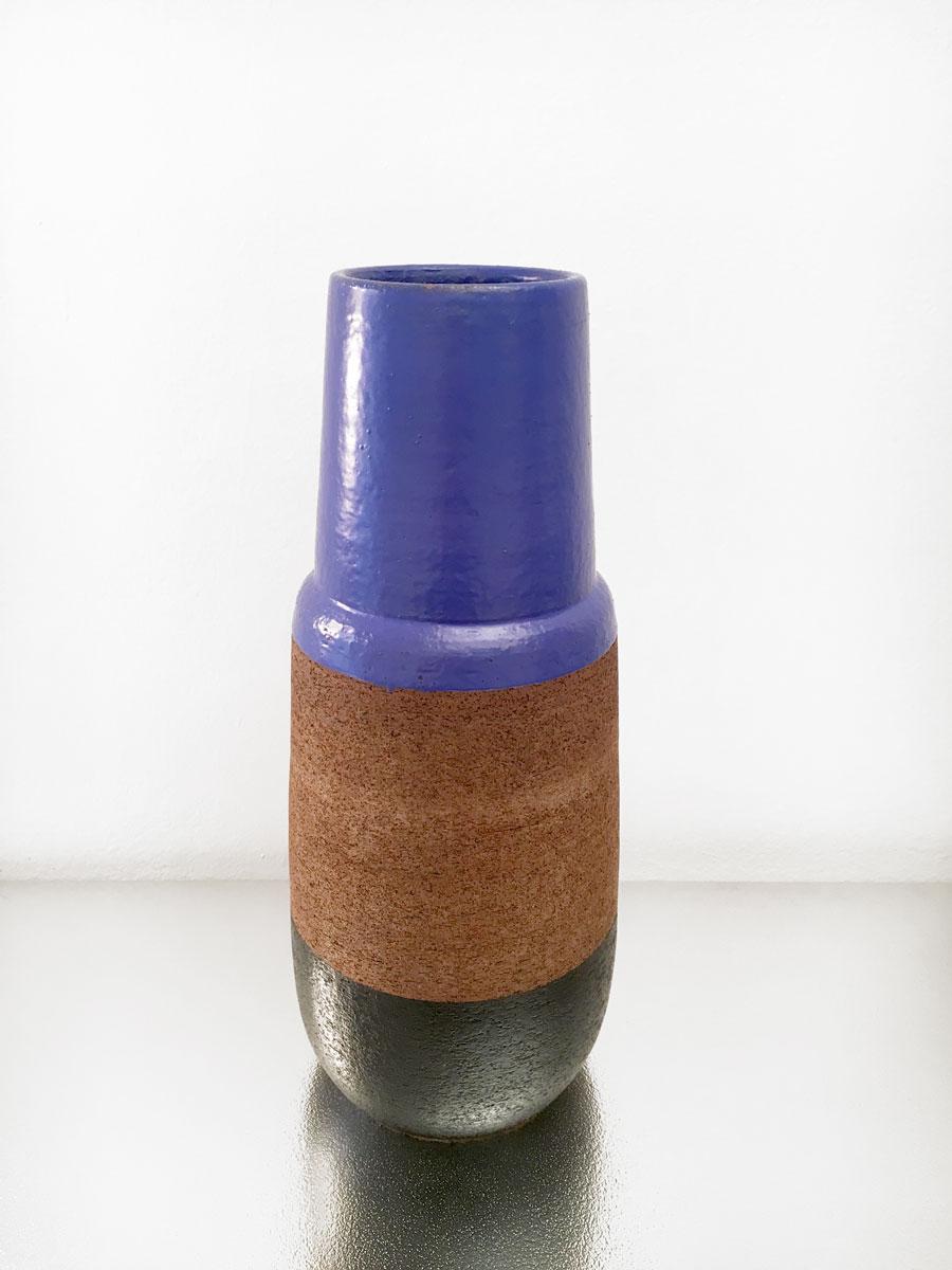 Vaso blu nero by ettore sottsass galleria luisa delle piane for Vaso blu